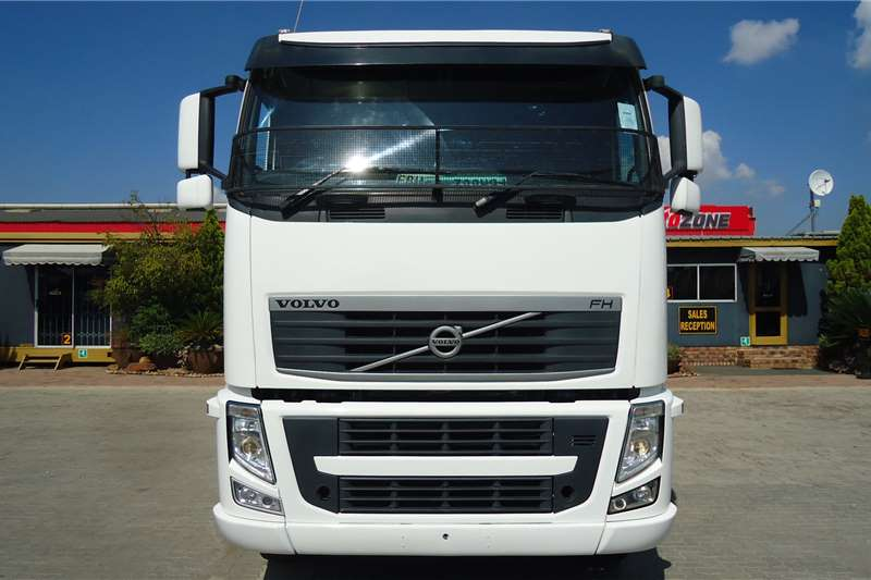 Volvo Truck-Tractor Double axle FH12   400 VERSION 3 T/T C/C 2011