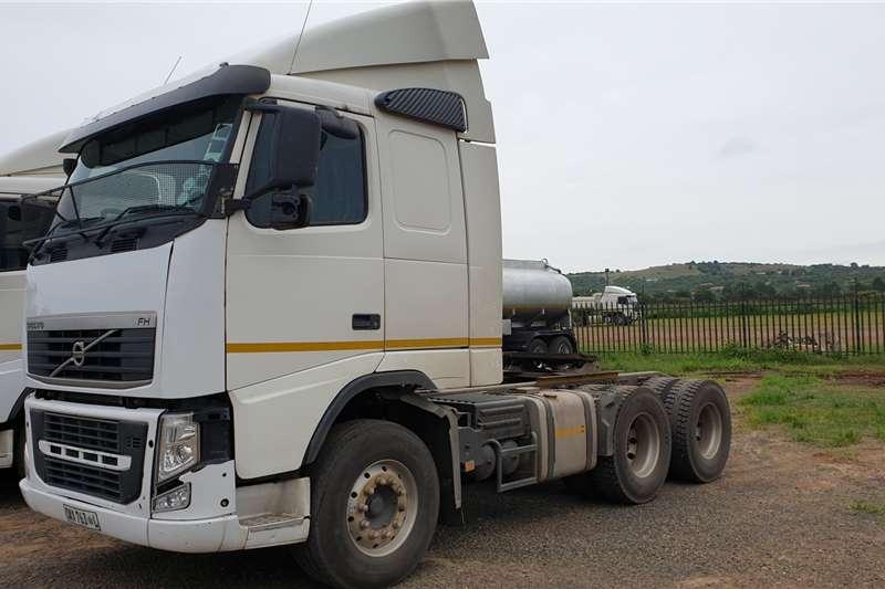 Volvo Truck-Tractor Double axle FH440 2013
