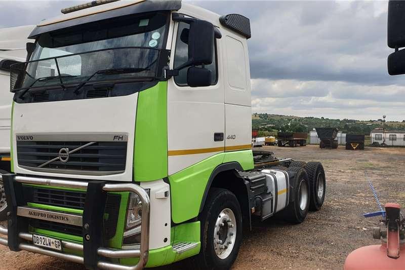 Volvo Truck-Tractor Double axle FH440 2014