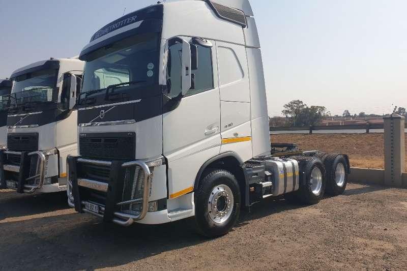 Volvo Truck-Tractor Double axle FH440 Globe 2015