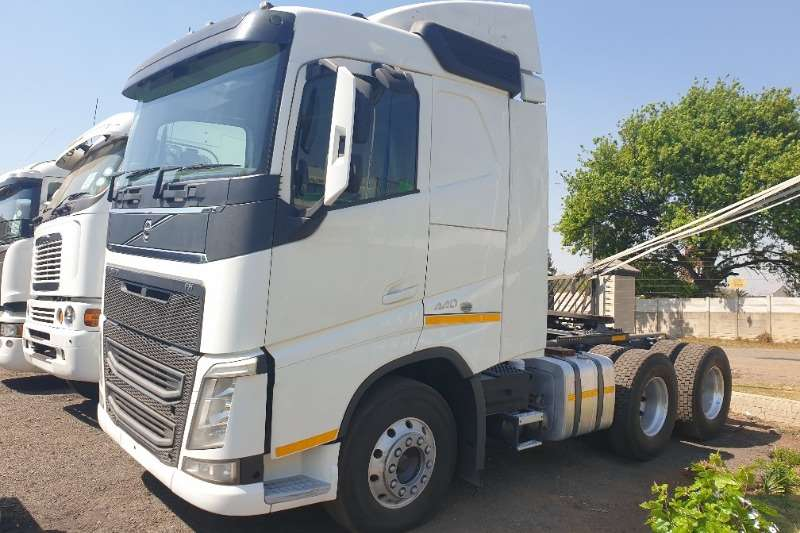 Volvo Truck-Tractor Double axle FH440 NG 2014