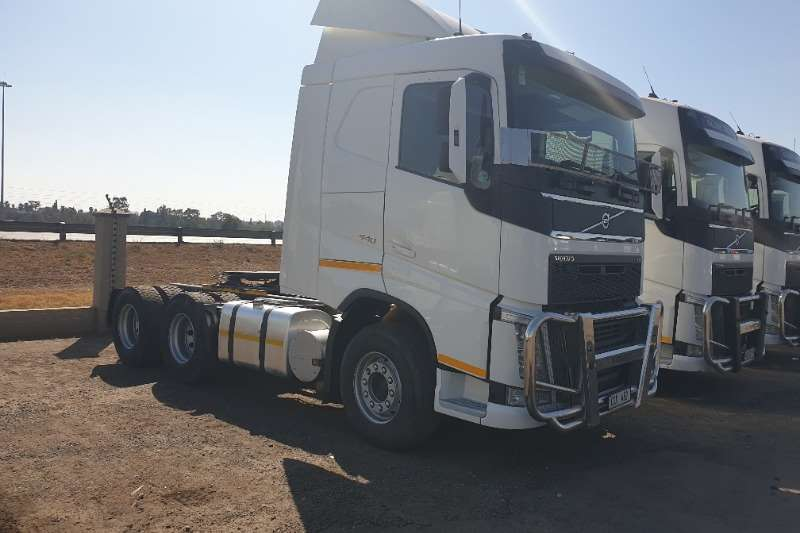 Volvo Truck-Tractor Double axle FH440 NG 2015