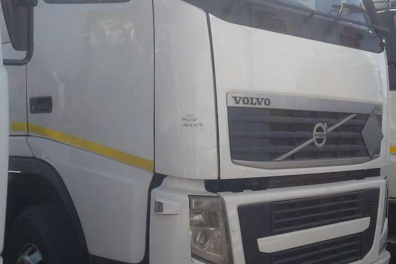 Volvo Truck-Tractor Double Axle FH480 2012
