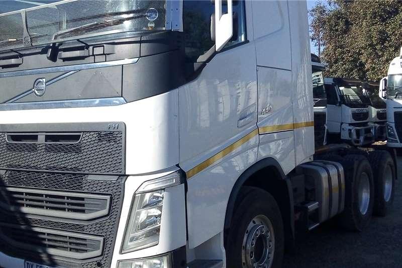 Volvo Truck-Tractor Double Axle FH480 2015
