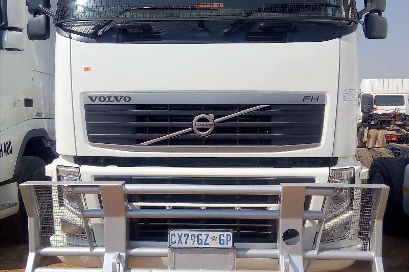 Volvo Truck-Tractor Double Axle USED VOLVO FH 440 HORSEPOWER YEAR MODEL 2009 2009