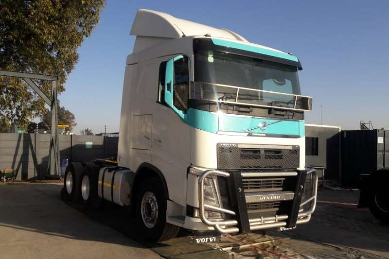 Volvo Truck-Tractor Double axle V4 440 6x4 Truck Tractor 2015