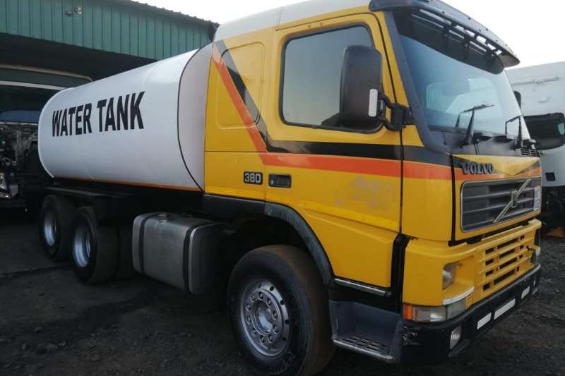 Volvo Truck-Tractor Double axle VOLVO FM 380 WATERTANKER 6X4 RIGID 18000 L 2001