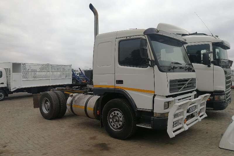 Volvo Truck-Tractor Single axle FM10 2000