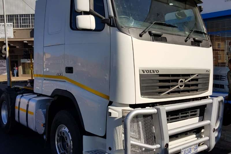 Volvo Truck-Tractor Volvo FH 400 6x4 truck tractor with bull bar and a 2013