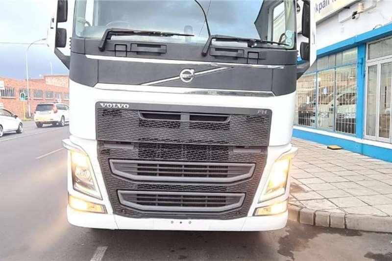 Volvo 3x 440 Globetrotter 6x4 truck tractor Truck tractors