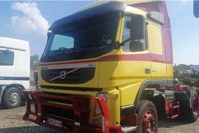 Volvo Double axle 400 Truck tractors