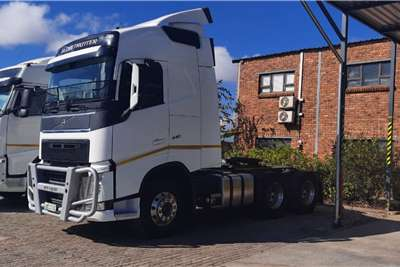 Volvo Double axle V4 440 6x4 Truck Tractor Globetrotter Truck tractors