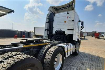 Volvo Double axle V4 440 6x4 Truck Tractor with Hydraulics Truck tractors
