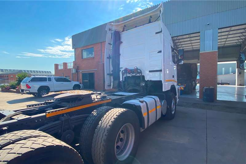 Volvo Double axle VOLVO FH 440 GLOBETROTTER 6X4 T/T ENGINE REDONE Truck tractors