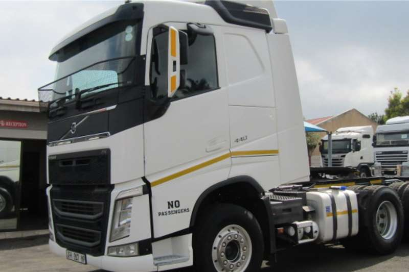 Volvo Double axle VOLVO FH440 (6X4) Truck tractors