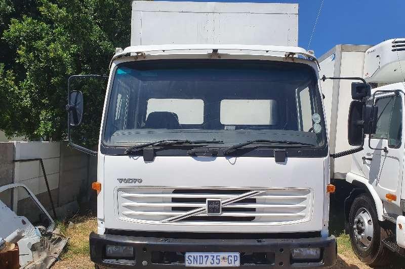 Volvo Truck Volume body FL220 8 TON 2006