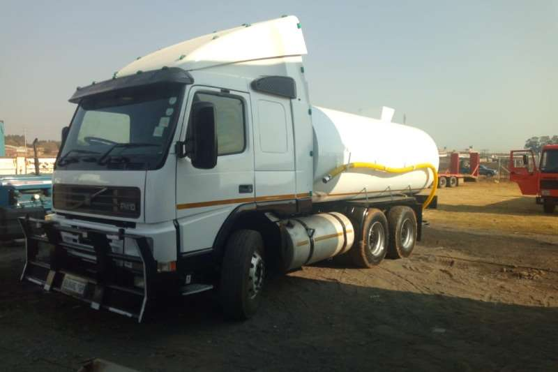 Volvo Truck Water tanker FM10 with New 18000Lt water tank with hydraulic PT 2002