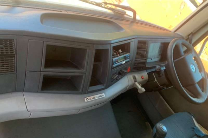 VW 15 180 CLOSED BODY Truck