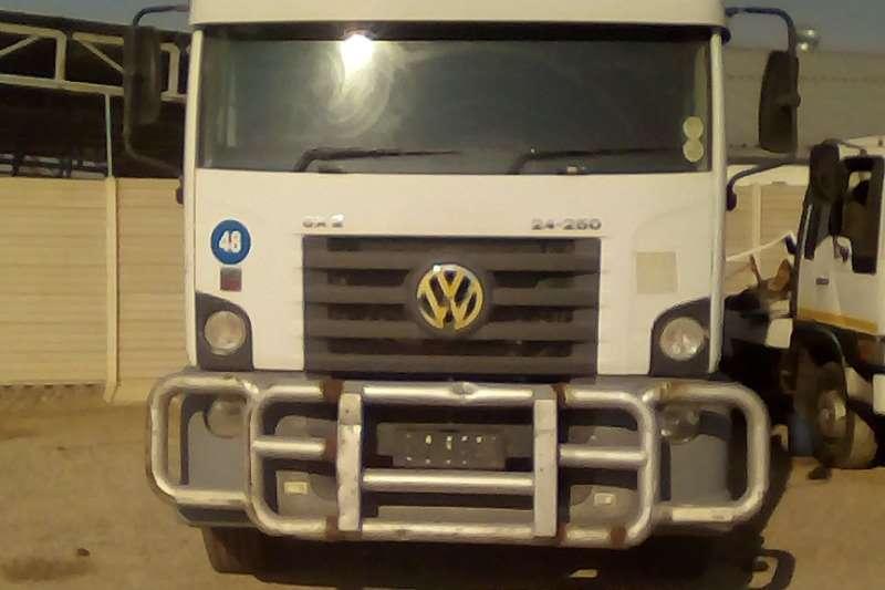 VW Truck-Tractor Single axle CONSTELLATION 13.180 MWB Exec 2009