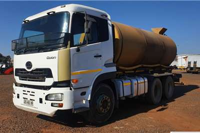 UD QUON WATER TANKER Water bowser trucks